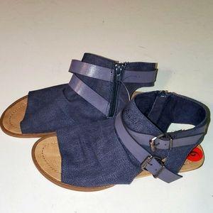 NEW Blowfish women's 6 open toe strappy sandles